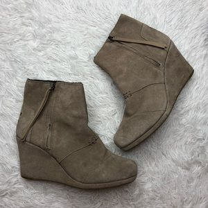 TOMS Desert Wedge Zip Bootie in Tan